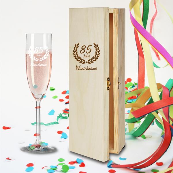 Geschenkbox und Sektglas Ranke mit Namensgravur zum 85.Geburtstag