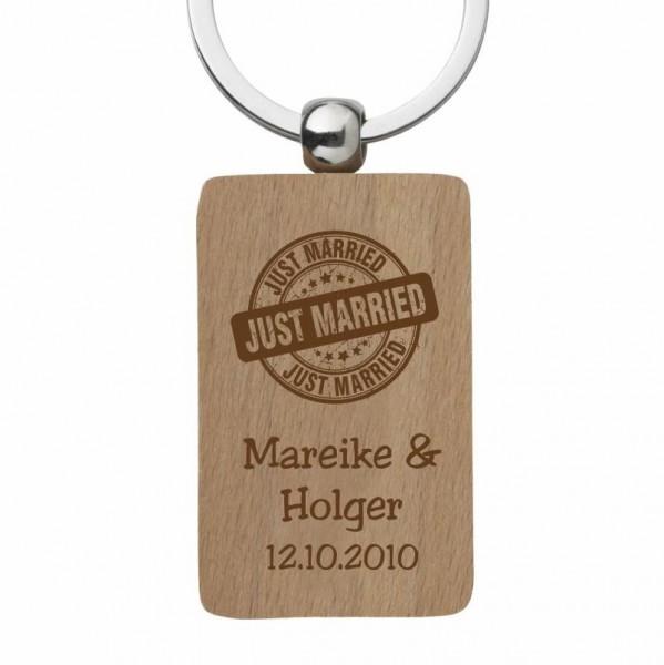 Holz-Schlüsselanhänger mit Gravur zur Hochzeit- Just Married