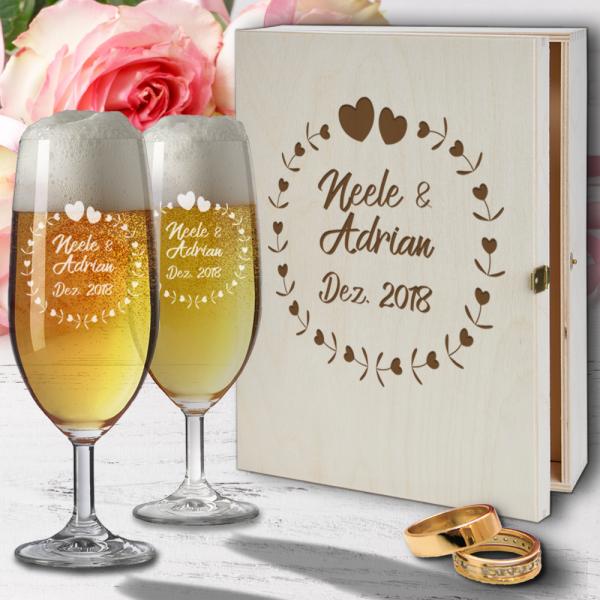 Personalisiertes Bierglas Geschenk-Set mit Holzkiste zur Hochzeit und Gravur - Herzkreis