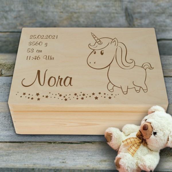Personalisierte Einhorn Erinnerungsbox zur Geburt mit Wunschnamen und Geburtsdaten