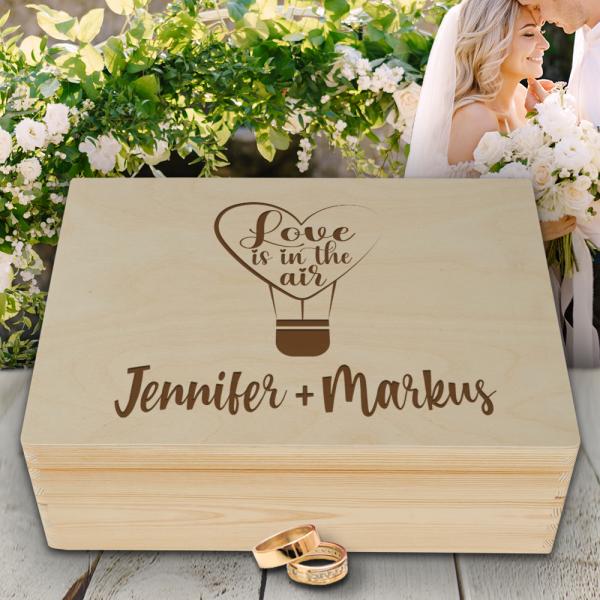 Personalisierte Erinnerungsbox Hochzeit Love is in the air mit Wunschnamen
