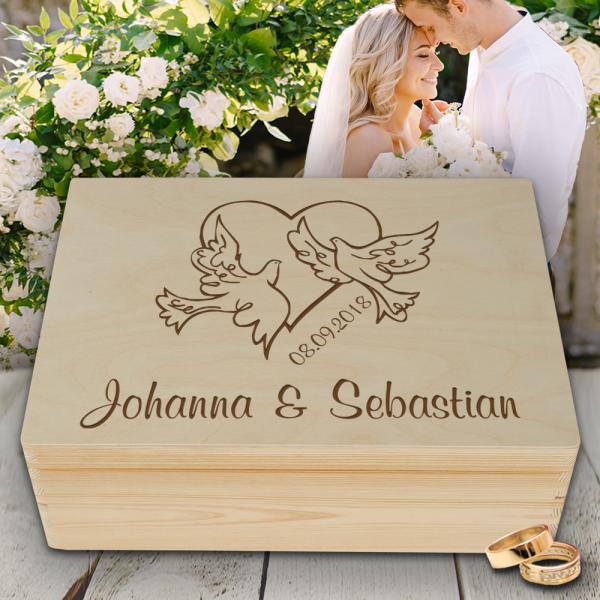 Personalisierte Erinnerungsbox Hochzeit Tauben mit Wunschgravur
