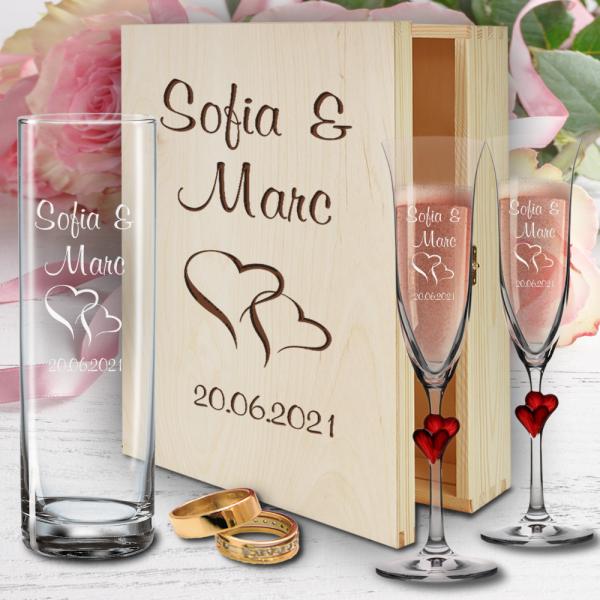 personalisierte Holzbox zur Hochzeit mit Sektgläsern Herzen rot und Vase - Motiv Herzen