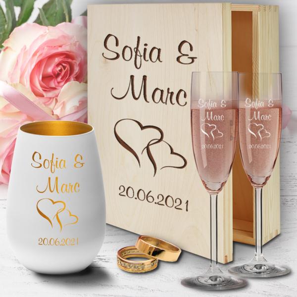 personalisierte Holzbox zur Hochzeit mit Sektgläsern und Windlicht - Herzen