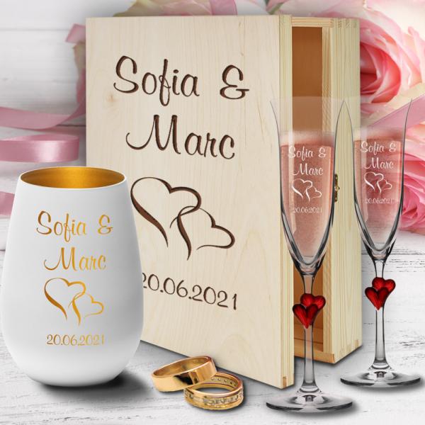 personalisierte Holzbox zur Hochzeit mit Sektgläsern Herzen rot und Windlicht - Motiv Herzen