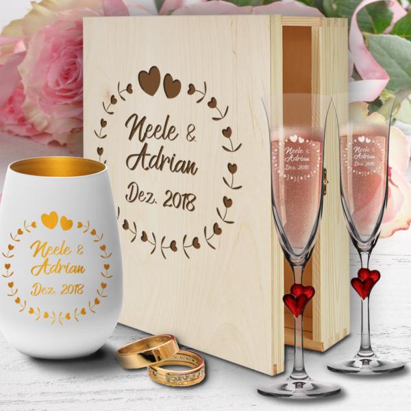 personalisierte Holzbox zur Hochzeit mit Sektgläsern Herzen rot und Windlicht - Herzkreis