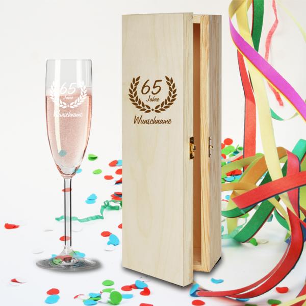 Geschenkbox und Sektglas Ranke mit Namensgravur zum 65.Geburtstag