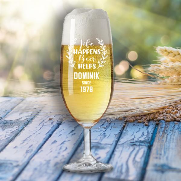 """Bierglas """"Life happens beer helps"""" mit Wunschnamen"""