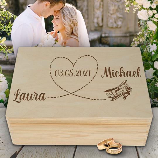 Personalisierte Erinnerungsbox Hochzeit Flieger mit Wunschgravur