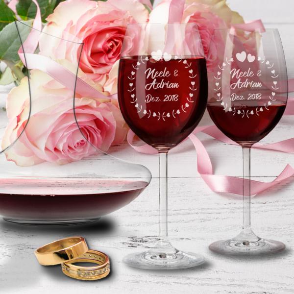 Geschenk-Set zur Hochzeit mit Gravur: Rotweingläser und Dekanter -Herzkreis