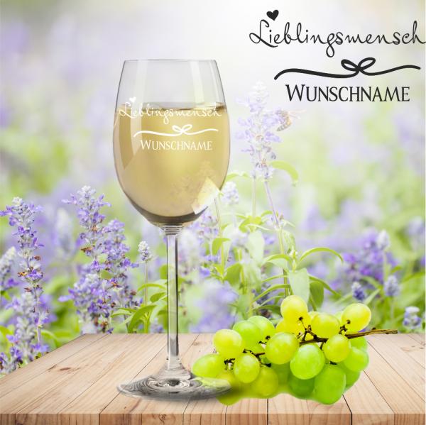 Weißweinglas von Leonardo Lieblingsmensch mit Namensgravur