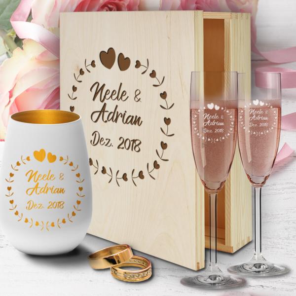 personalisierte Holzbox zur Hochzeit mit Sektgläsern und Windlicht - Herzkreis